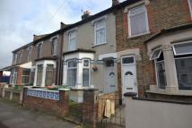 3 bedroom property in Fourth Avenue...
