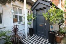 2 bedroom Flat in Heathfield Park, London...