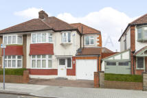 4 bed semi detached property to rent in Sherrick Green Road...