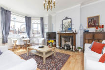 3 bedroom Apartment in Fordwych Road...