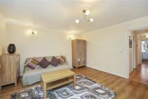 Flat to rent in Brondesbury Road, London...