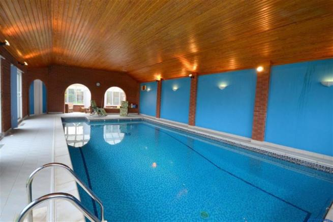 INDOOR HEATED SWIMMI