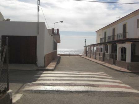 1 min walk to beach