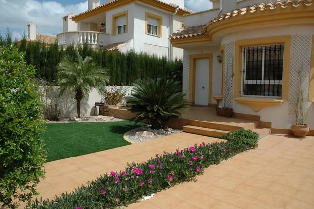 Front garden/terrace
