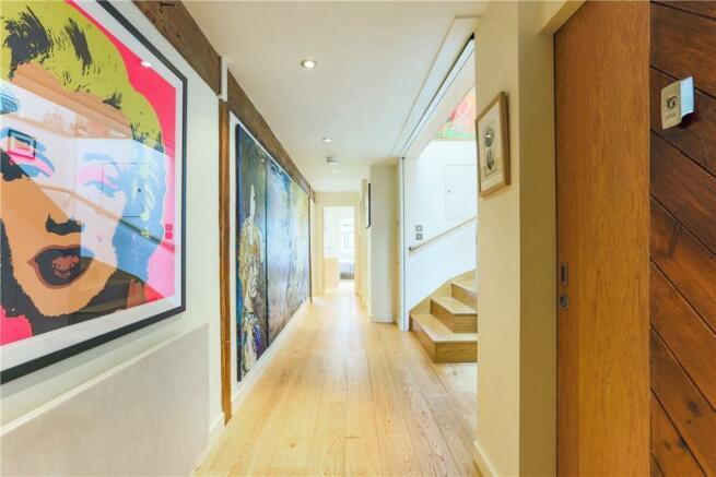 Se1: Hallway