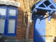 Studio apartment to rent in Queens Road, Royston...