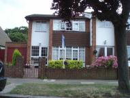 3 bedroom semi detached property to rent in Crescent Road...