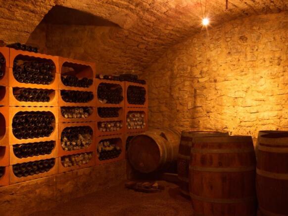 MSB 15 Chateau 022-20 cellar
