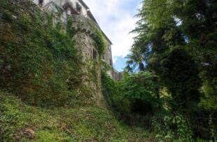 12. Castle Walls