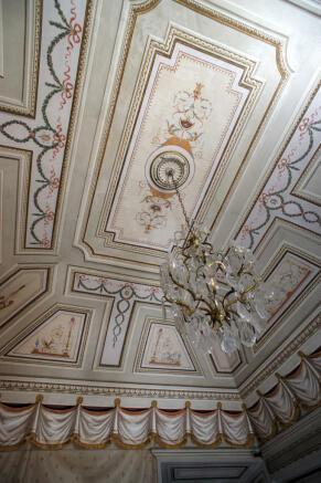 8 Ceiling Detail