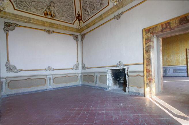 Interconnecting room