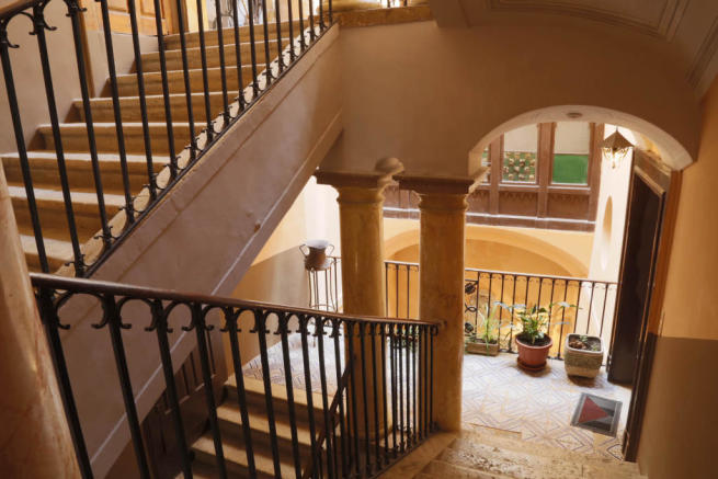 29.Entrance stairway