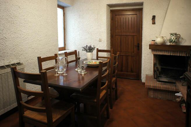 Diningroom with f/pl