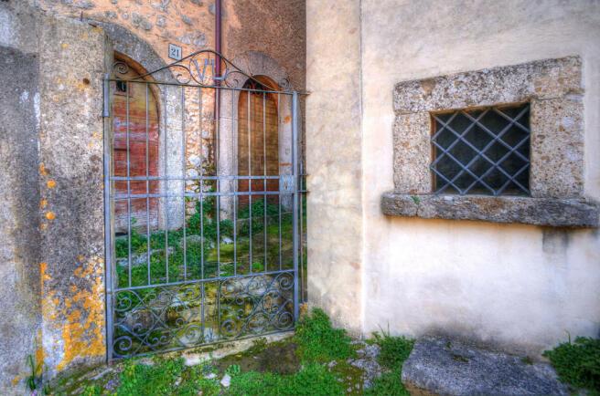 Gate to passageway