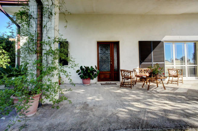 Entrance & verandah