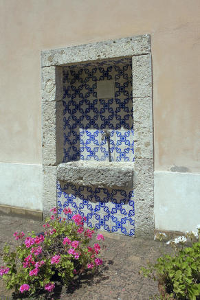 Fountain/date-stone