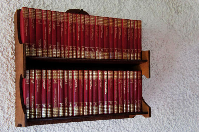 Antique-style shelf
