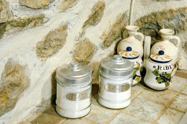 14 Kitchen Detail