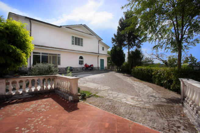 1 Villa Ludovica