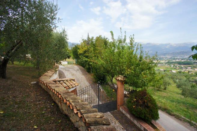 15 Driveway entrance