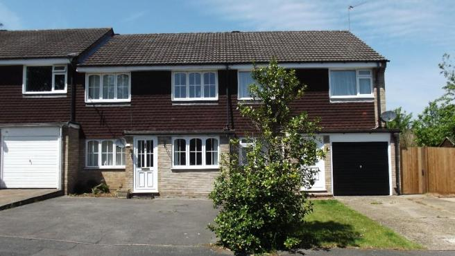 3 Bedroom Terraced House For Sale In Whitley Road Yateley