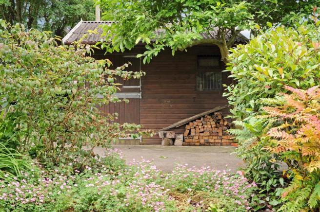 Eaves Cottage fpz170