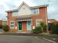 1 bed semi detached property to rent in Hunters Way, Slough...