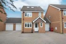 4 bedroom Link Detached House in Eltham Avenue, Slough...