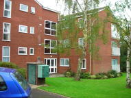 Flat to rent in Roundhedge Way, EN2