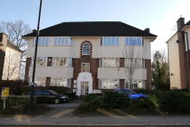 2 bedroom Flat to rent in Waverley Court...