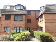 1 bed Flat to rent in Gladbeck Way, Enfield...
