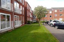 Flat to rent in Roundhedge Way, Enfield...