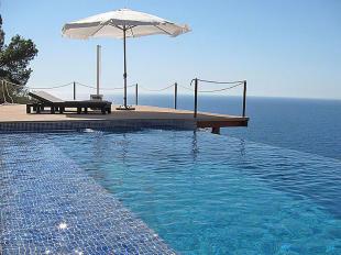 Pool & view