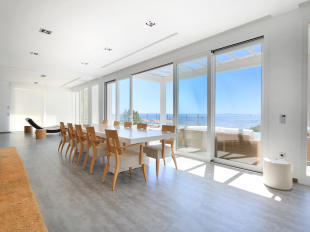 Dining area with direct access to the terrace with pool