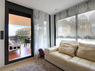 Nice living room with acces to the terrace