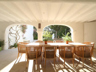 Summer kitchen and exterior dining area