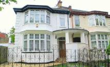 Detached property to rent in North End Road