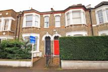 Flat in Avenue Road, Acton