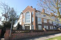 Flat to rent in Boston Manor Road...