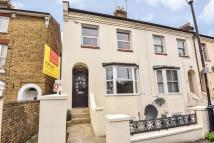 2 bedroom Maisonette to rent in Hencroft StreetSouth...