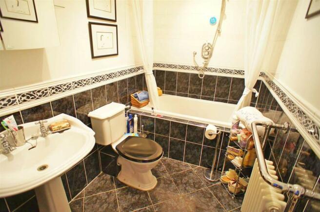 ridgewaybathroom1.jpg