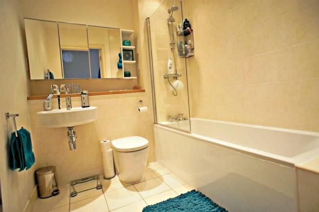 kinggeorgewaybathroom.jpg