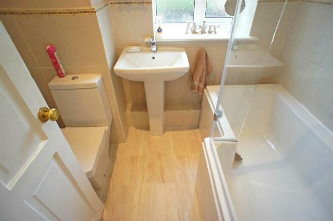 yardleylanebathroom.jpg