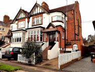 4 bedroom semi detached house for sale in Farnley Road, London, E4