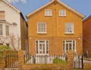 4 bed home in Elsynge Road, Battersea