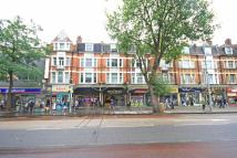 4 bed Flat to rent in New Broadway, Ealing