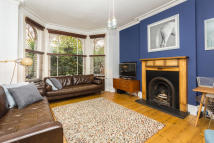 Flat to rent in Herne Hill Road...