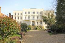 Flat to rent in Hampton Court Road...