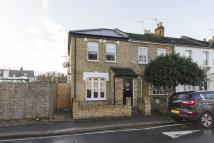 3 bed house in York Road, Teddington
