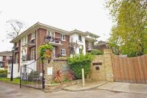 2 bedroom Flat to rent in Brompton Park Crescent